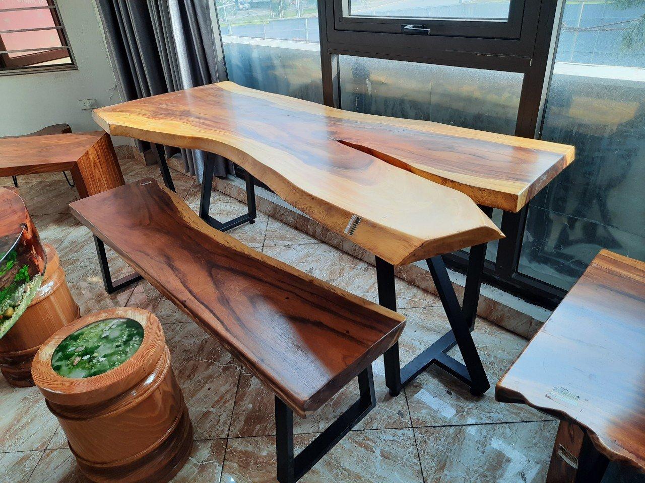 Mẫu bàn gỗ me tây dành cho ban công