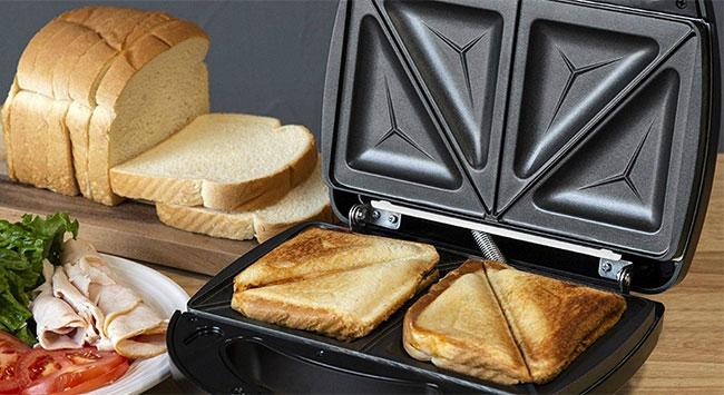 Chỉ cần 2-3 phút với máy kẹp là có chiếc bánh ngon tuyệt