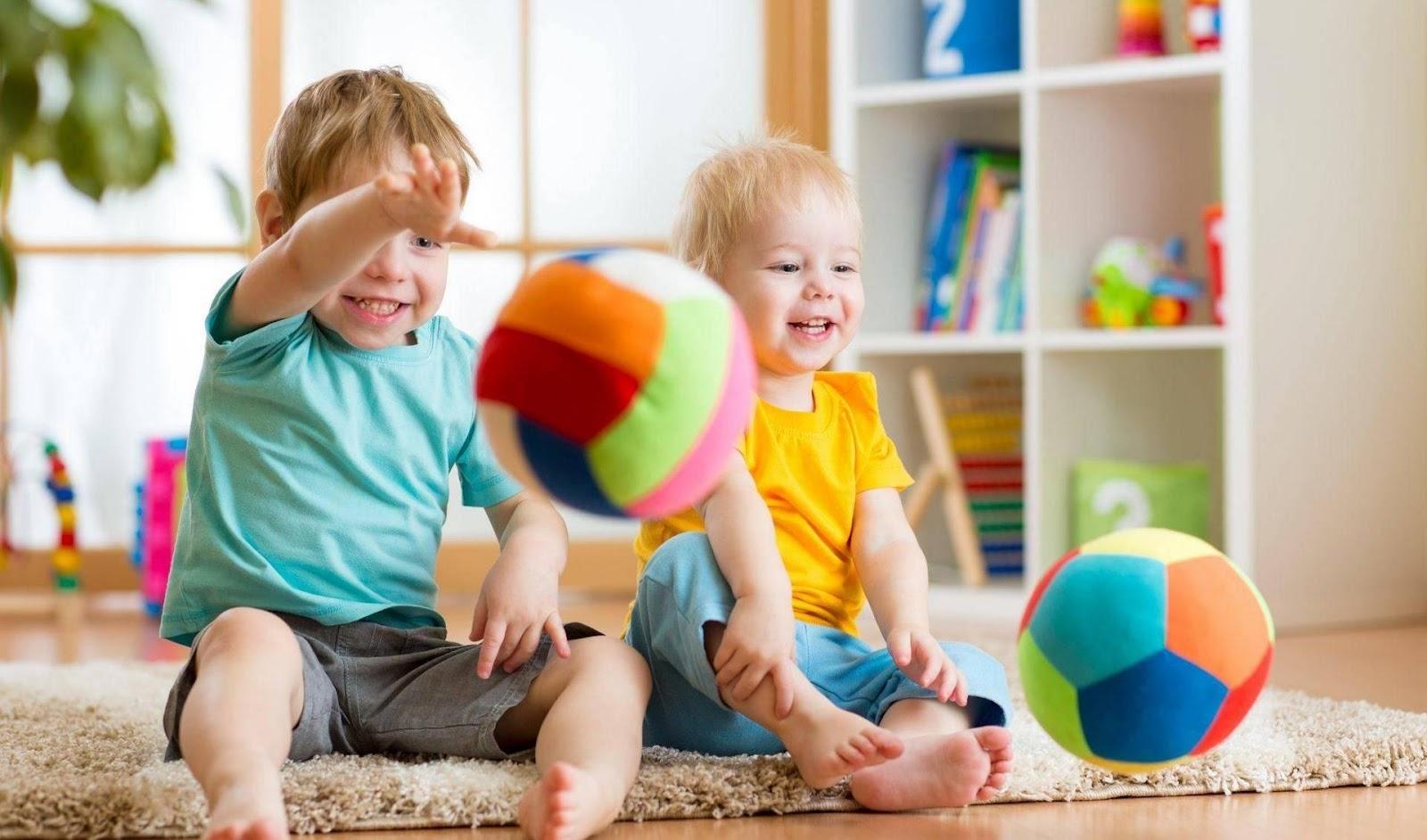 Подвижные игры с детьми дома: 16 идей для активных развлечений