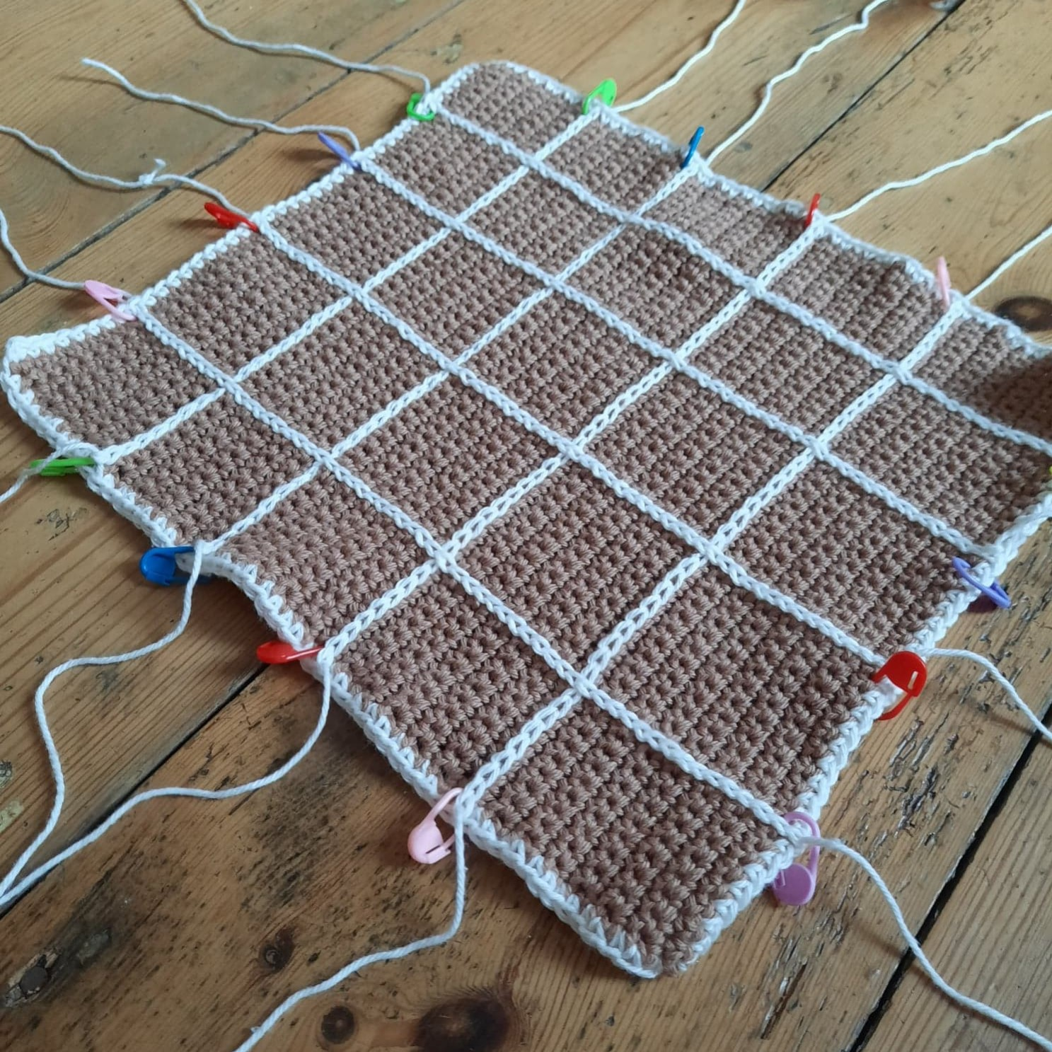 Criss Cross Facecloth with Stitch Markers - by Emilly