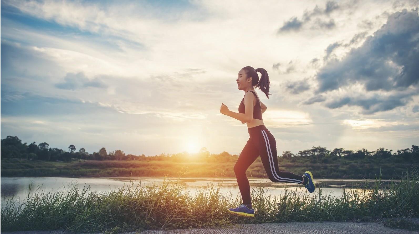 Tắm sau khi tập thể dục buổi sáng trước khi bắt đầu ngày mới