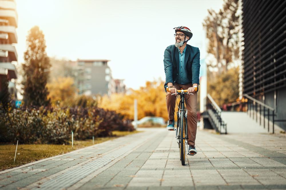 A bicicleta vem sendo valorizada durante a pandemia do coronavírus por ser um meio de transporte individual e seguro. (Fonte: Shutterstock)