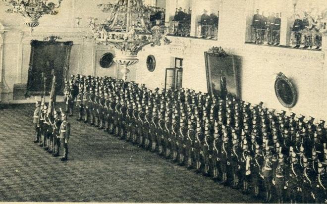 У великому залі Констянтинівського артилерійського училища. Фрагмент поштівки