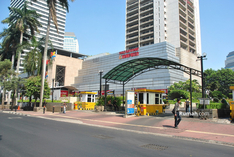 plaza adalah