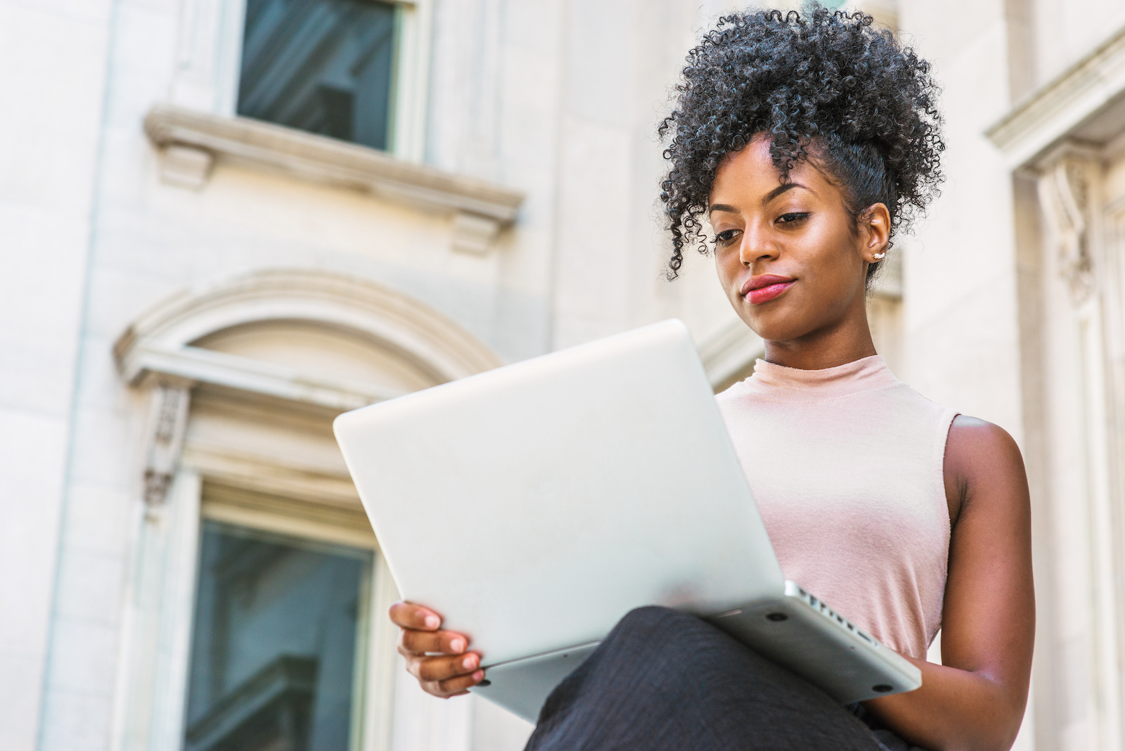 internships in NYC: woman using a laptop