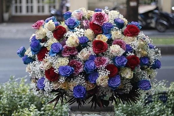tặng hoa cho người trung niên