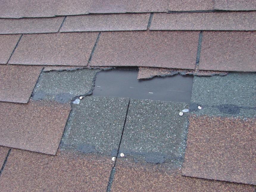Lớp bê tông bên dưới mái lợp nhựa đường làm tăng nhiệt độ công trình