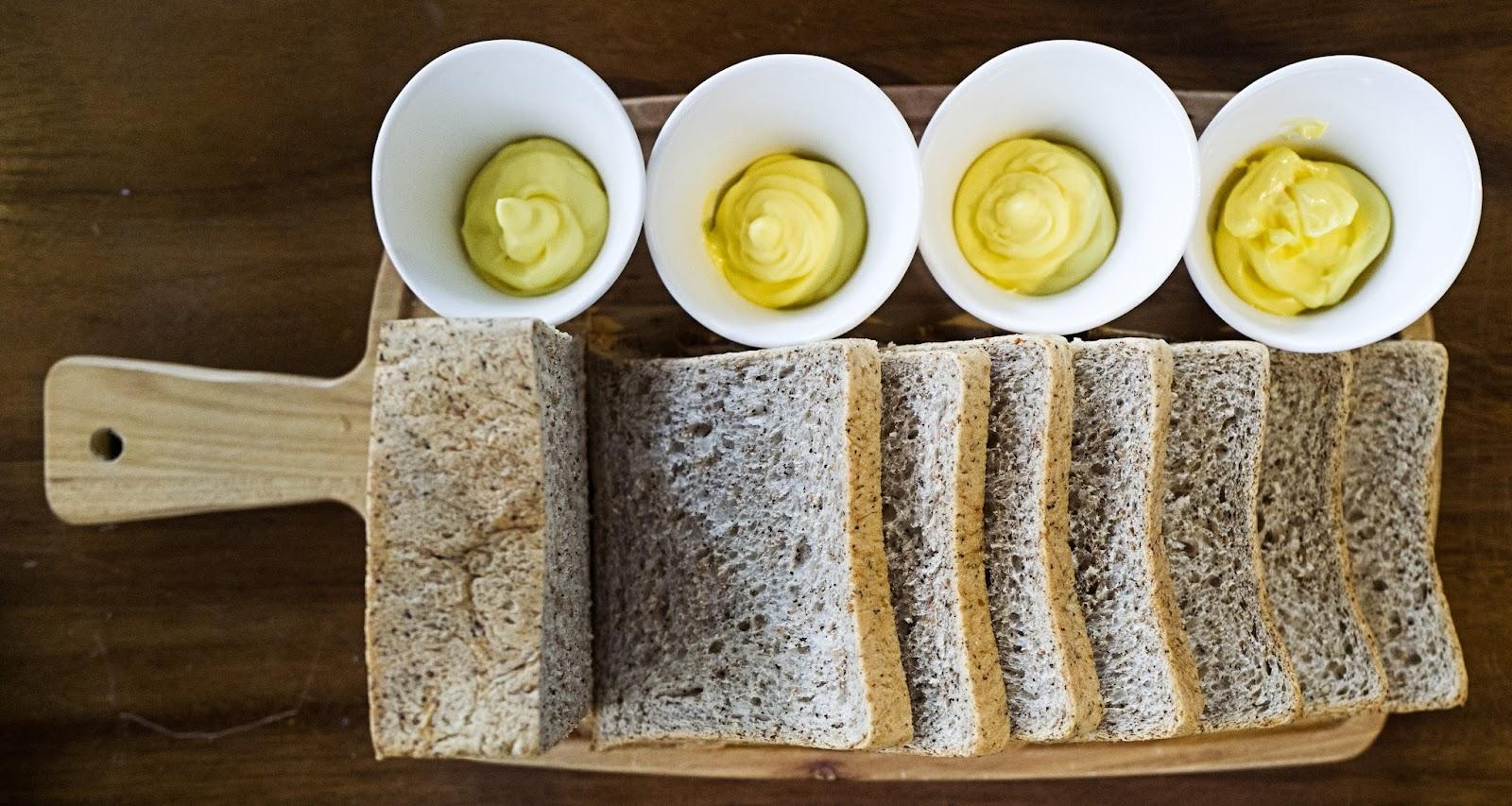 f-bread-L1090954.jpg