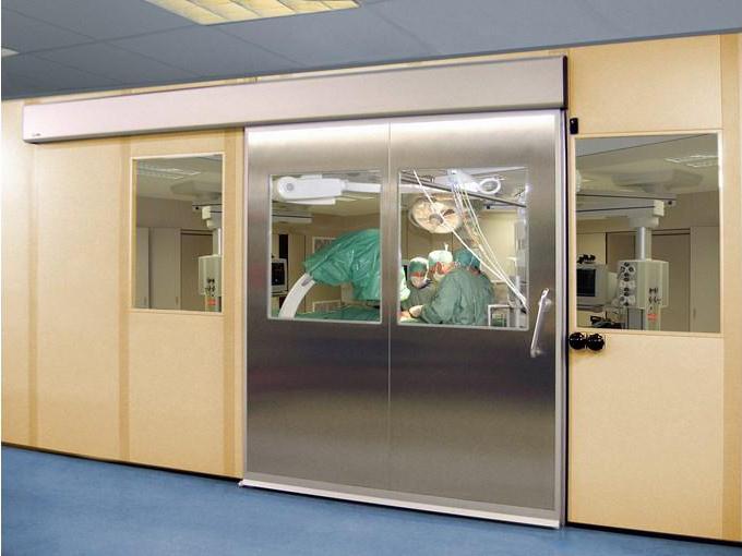 Cửa tự động phòng mổ giúp cho các công việc của các bác sĩ thuận lợi