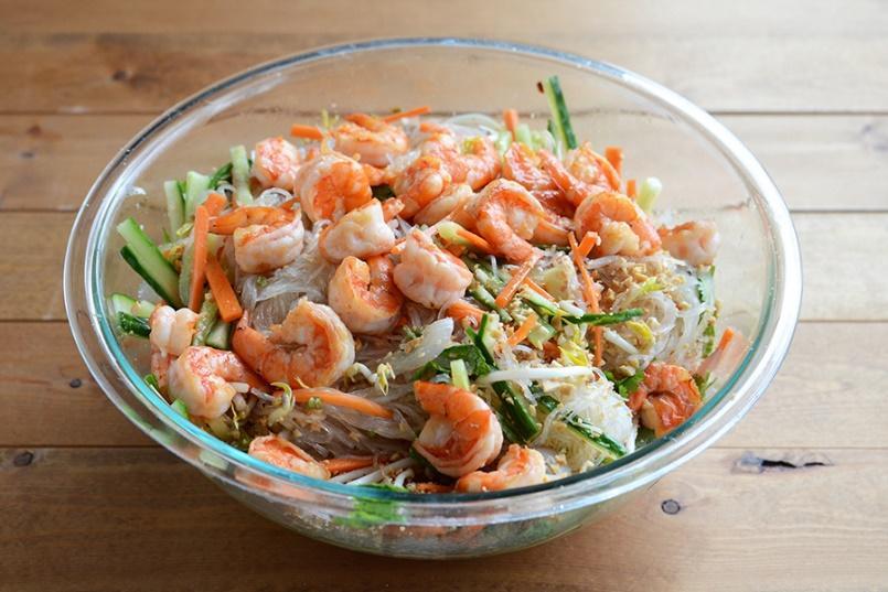 http://media.petrotimes.vn/stores/news_dataimages/hoangtram/052015/29/17/vietnamese_summer_roll_salad12.jpg
