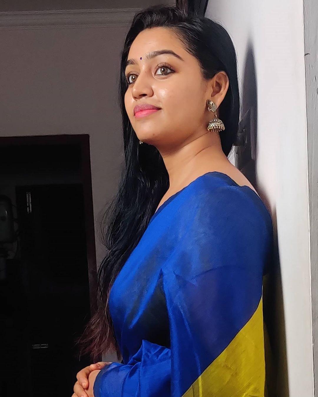 Serial Actress Gayathri Yuvraaj Latest Saree Photos Navel Queens