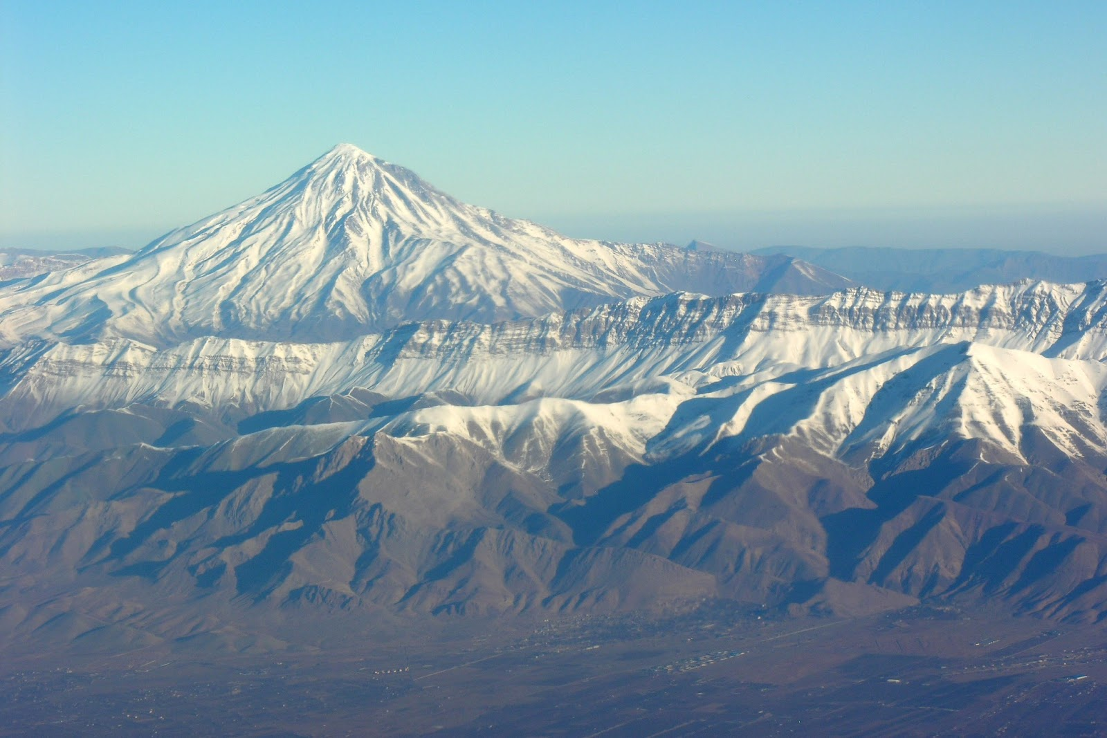 Aerial_View_of_Damavand_26.11.2008_04-23-59.JPG