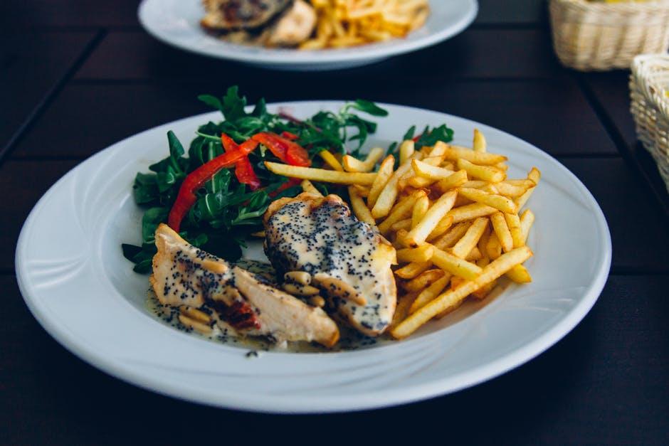 food-plate-wood-restaurant.jpg