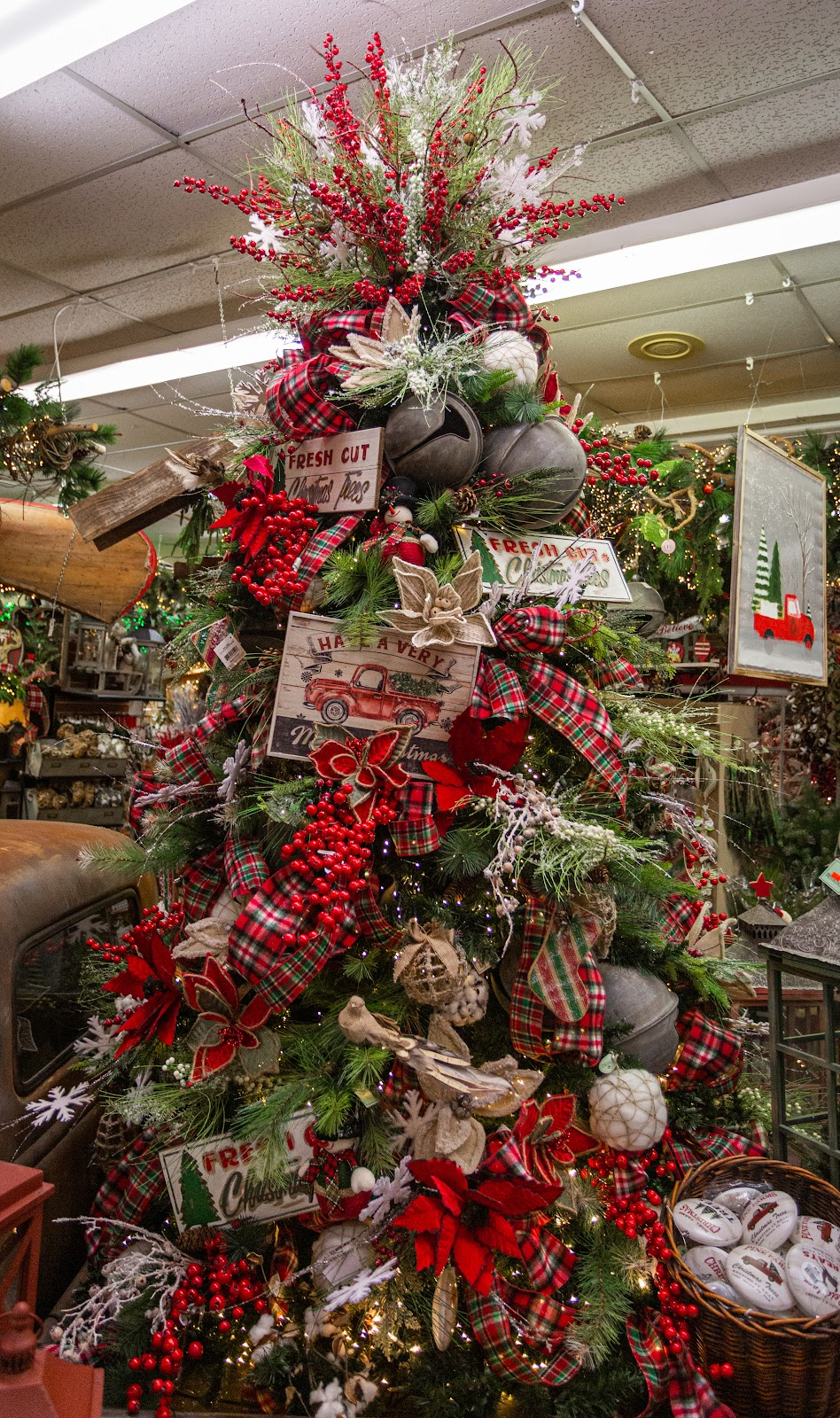 Christmas Outdoor Decorations 2021 Top Trends In Christmas Home Decor For 2020 Decorator S Warehouse