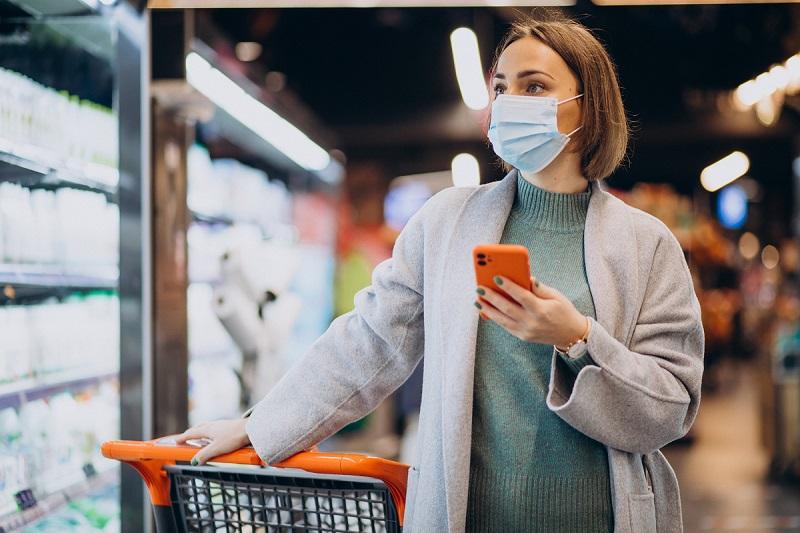 Após a infecção por covid-19, algumas pessoas podem apresentar uma imunidade natural. Contudo, o tempo de proteção pode variar. (Fonte: Freepik/senlvpetro/Reprodução)
