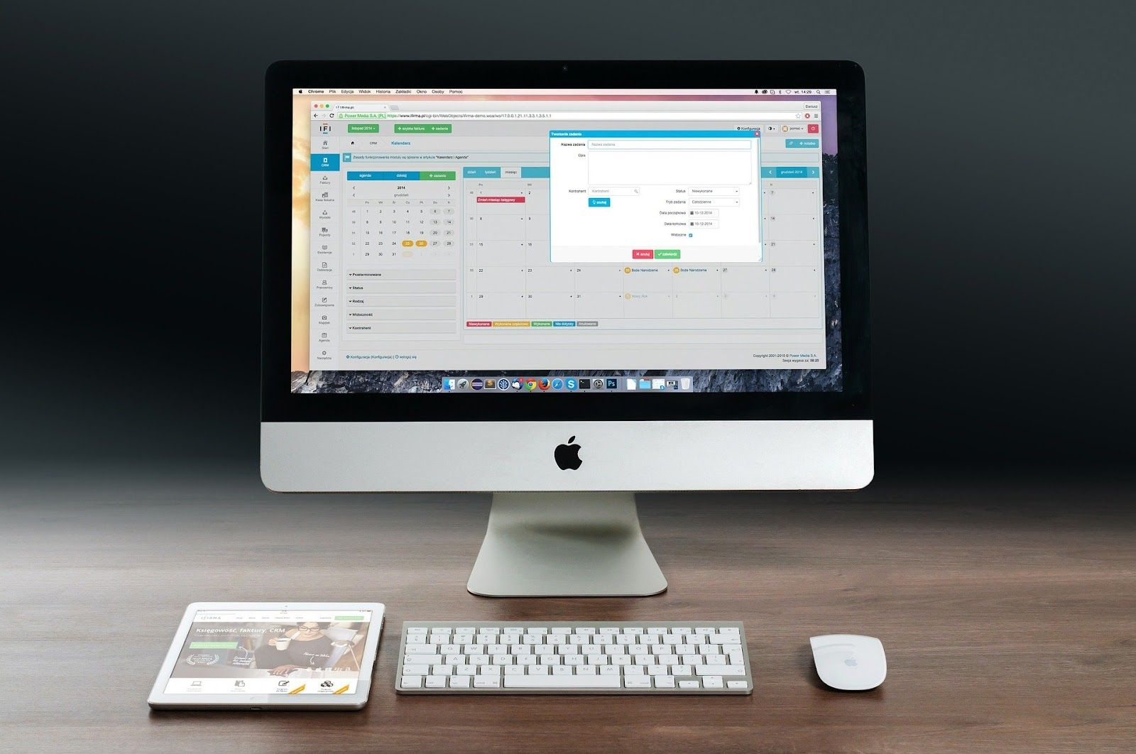 apple-imac-ipad-workplace-606761/why invest in technology
