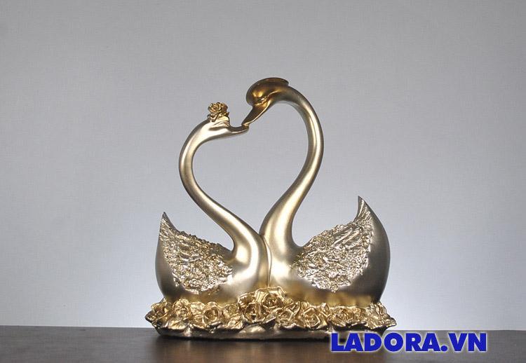 Quà cưới cho bạn thân cực kỳ ý nghĩa Đôi chim thiên nga tại Ladora Shop
