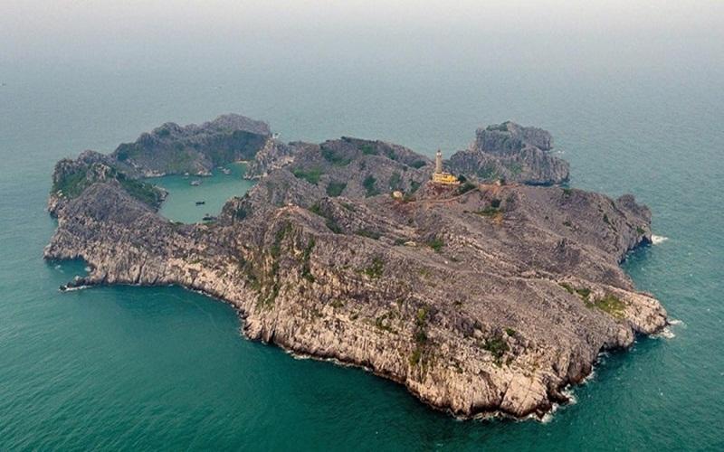 Alt: Toàn cảnh đảo Long Châu