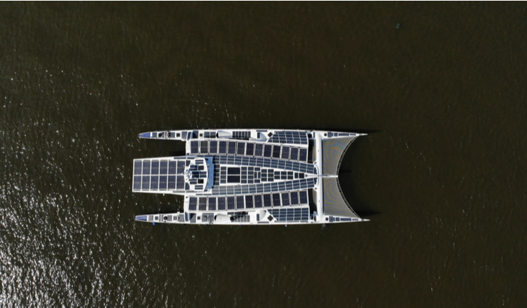 Storm-600, um ecranoplano não tripulado e movido a energia solar.