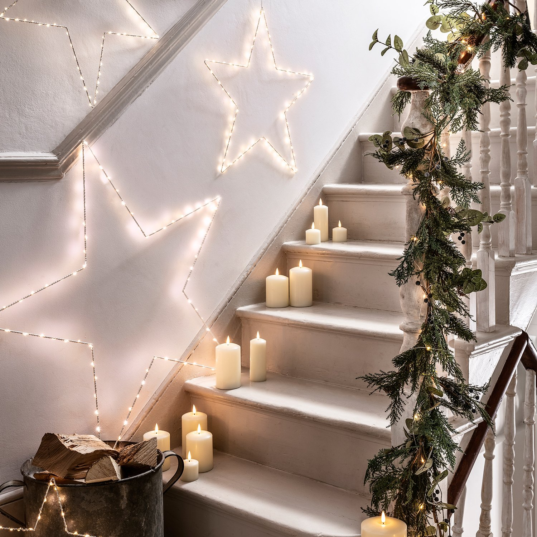 Christmas Stair Wall Decor Ideas