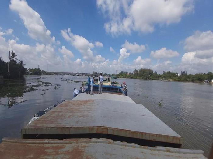 Sà Lan 400 tấn hút trộm cát trên sông Vàm Cỏ Đông