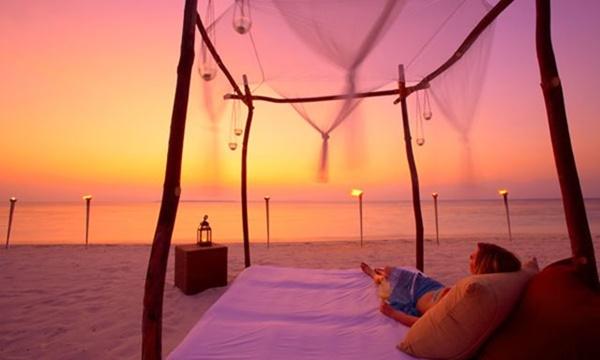 Ngắm hoàng hôn đầy thơ mộng tại Maldives