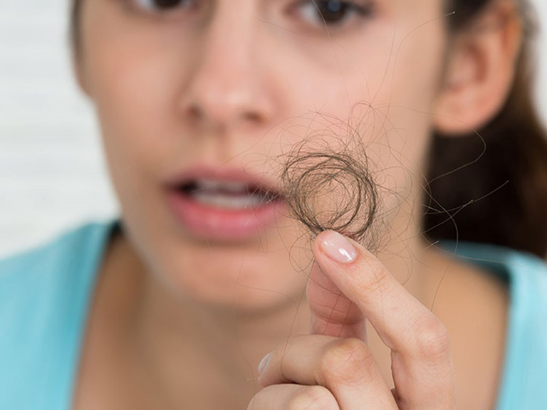 Tóc xơ, tóc rụng do thiếu máu dưới da đầu
