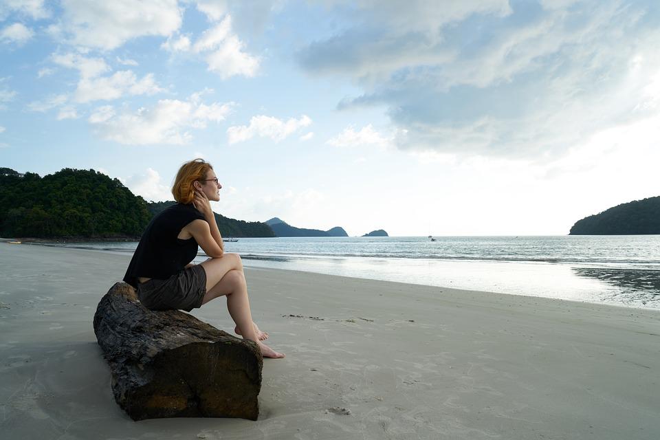 孤独感, 女, ビーチ, 肖像画, 疲れています, 人間, 人, 海洋, 無邪気さ, 現実の人間