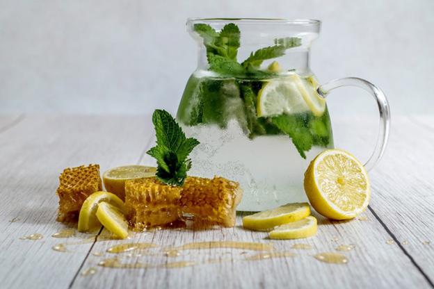 7 فایده عسل و آب لیمو