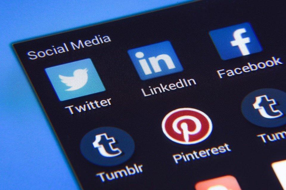 Meios De Comunicação Sociais, Facebook, Twitter