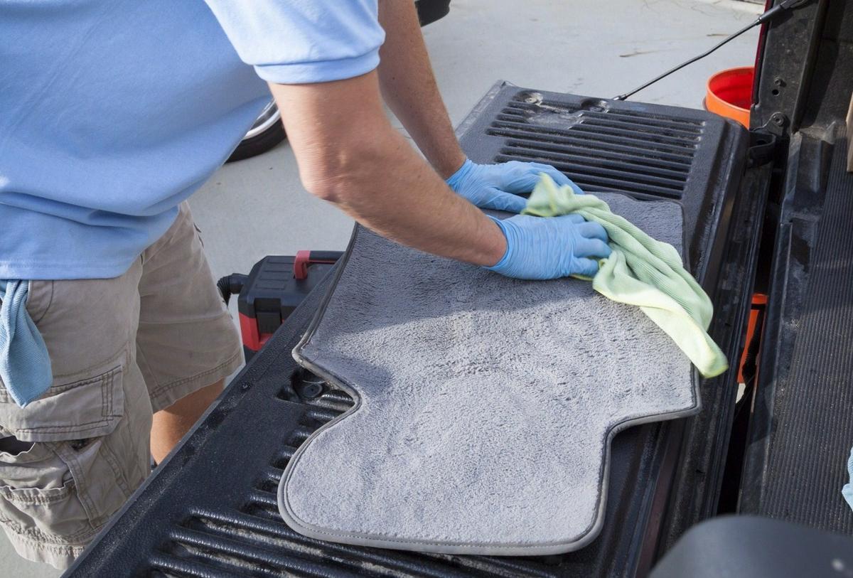 tips-buat-menjaga-kebersihan-karpet-mobil