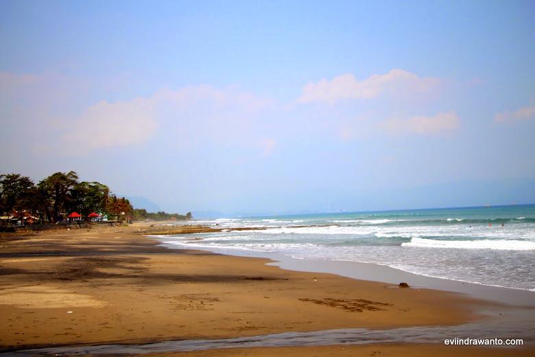 sejumput siang di pantai karang hawu