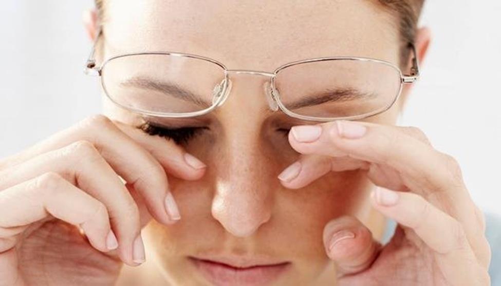 Xuất huyết võng mạc là gì? Nguyên nhân dẫn đến xuất huyết võng mạc   BV mắt  Phương Nam