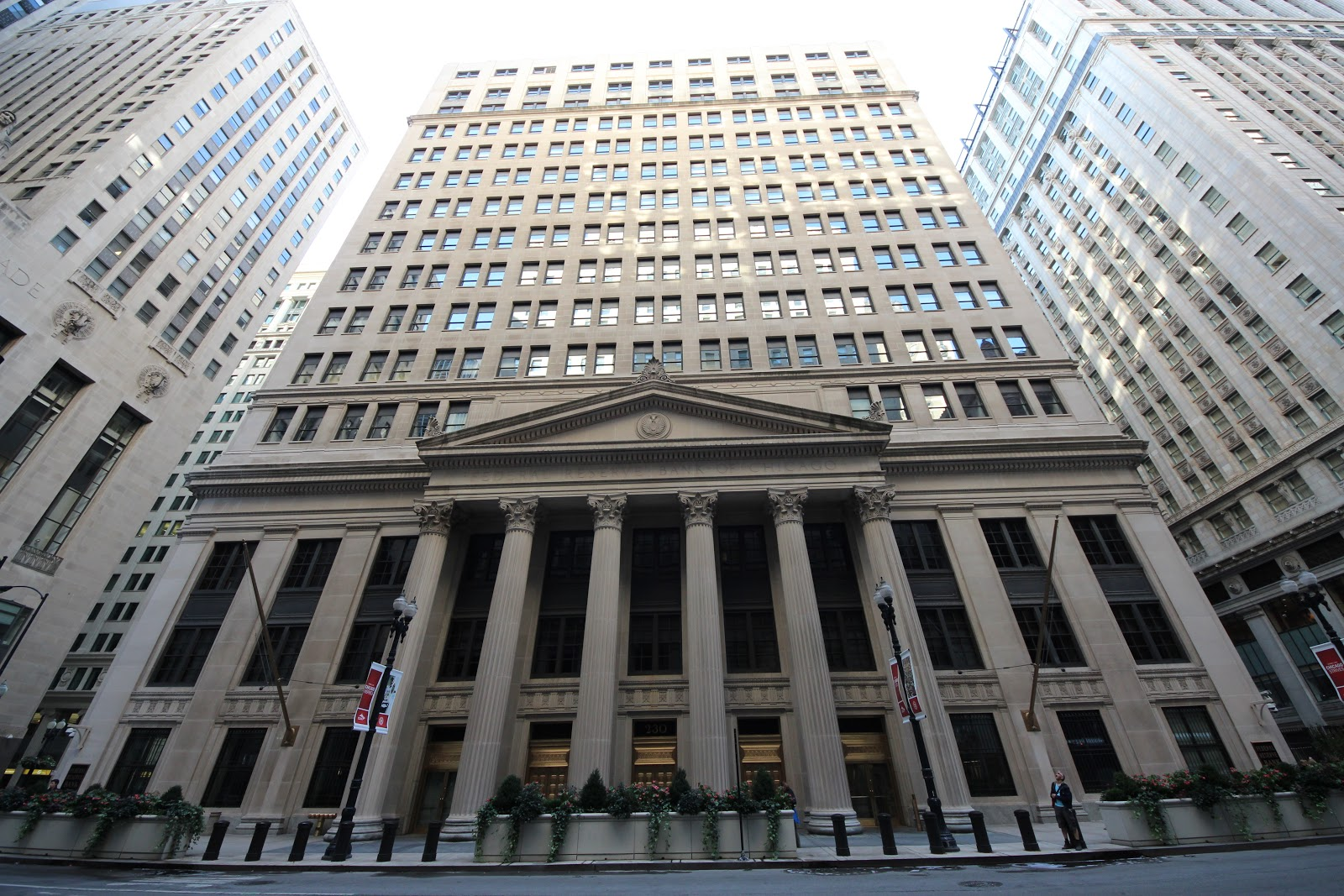 20120929_Federal_Reserve_Building_of_Chicago.JPG