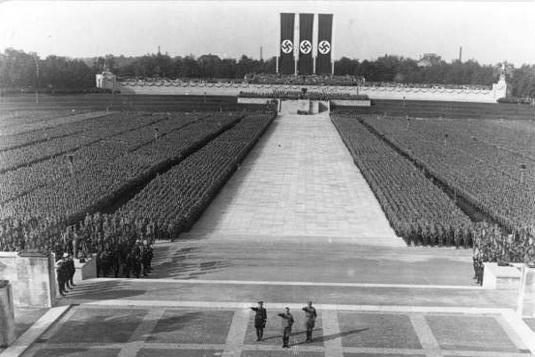 Περιγραφή: Hitler's History | On Point