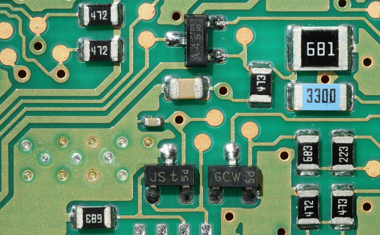 Thiết bị linh kiện điện tử được sử dụng tại nhiều ngành nghề