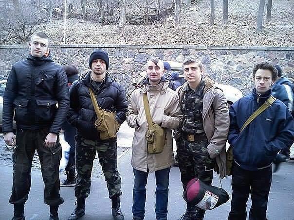 Хлопці перед подіями на Інститутській. Фото з сайту funpolit.blogspot