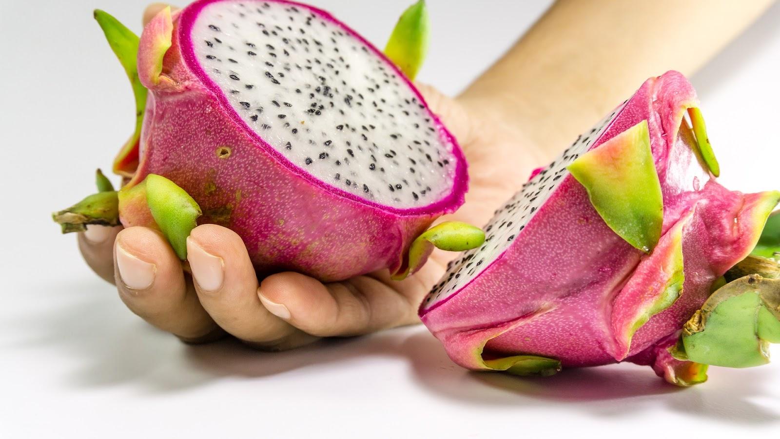 eating-dragon-fruit