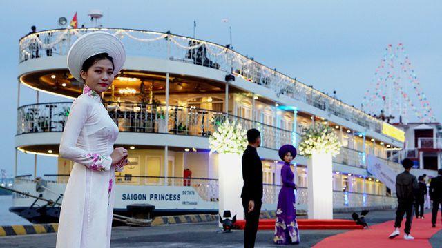 Đón tiếp thưởng ngoạn du lịch đêm trên tàu Sài Gòn Princess