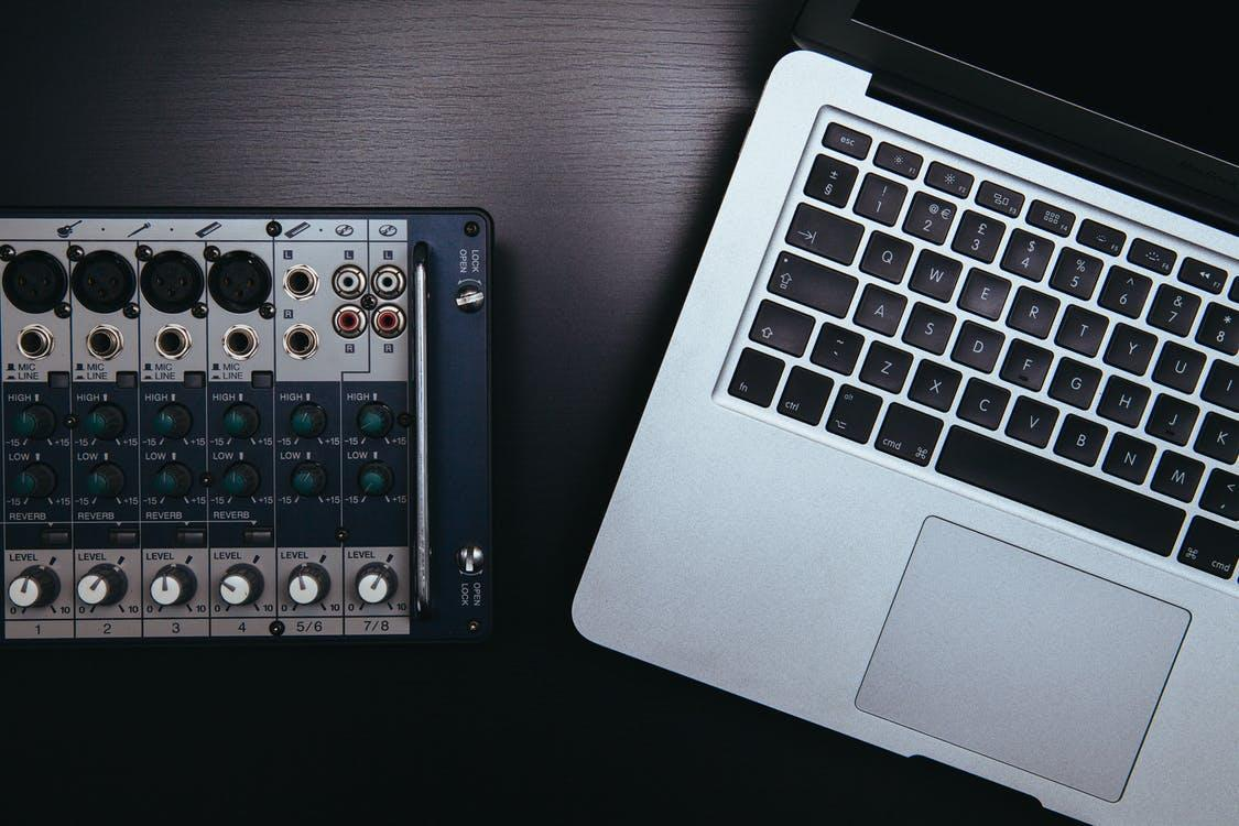 A picture of a Macbook Pro and a sound system: Digital vs Analog Audio