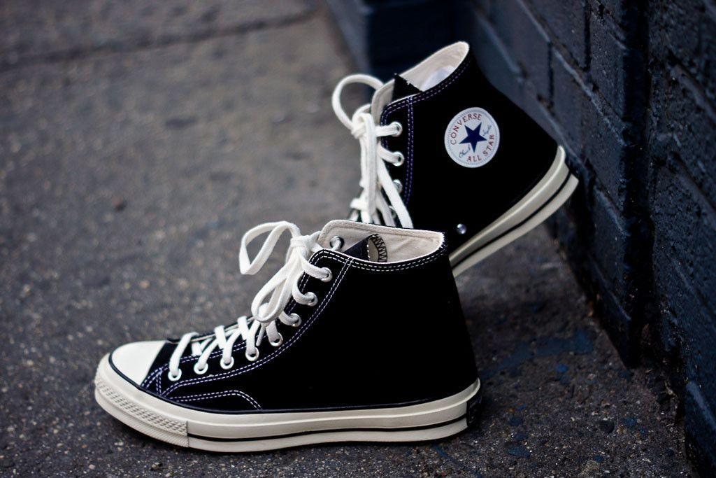 Cách chọn Giày Converse giá rẻ chất liệu vải canvas chất lượng tốt