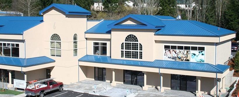 Lợp mái tôn cách nhiệt màu xanh dương cho công trình trường học