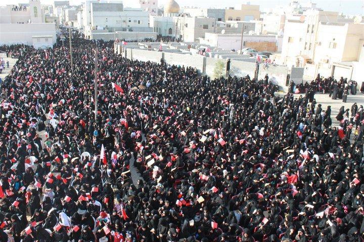 https://upload.wikimedia.org/wikipedia/commons/5/51/Women_taking_part_in_a_pro-democracy_sit_in_in_Sitra.jpg