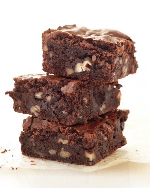 fudgy-pecan-brownies-med108462_vert.jpg