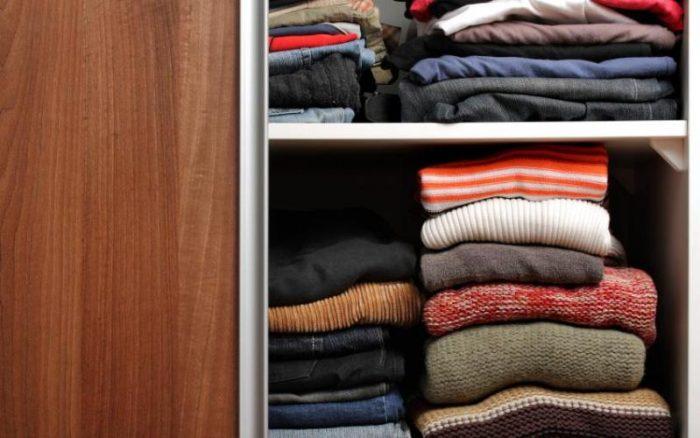 Tempat penyimpanan jaket lembab adalah Penyebab Jaket Kulit Berjamur