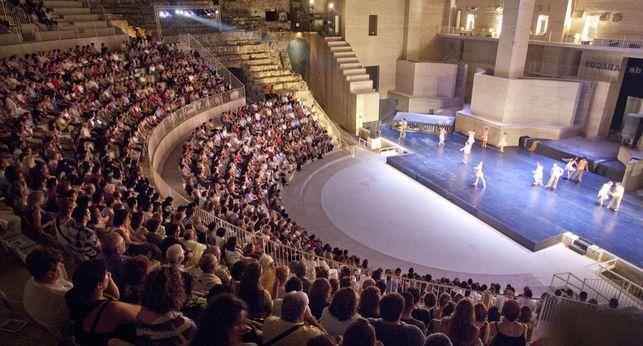 http://images.eldiario.es/cv/cultura/representacion-Sagunt-Escena-Teatro-Romano_EDIIMA20160629_0704_5.jpg