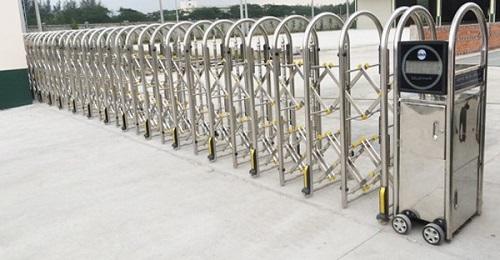 Cổng xếp inox 304 được sản xuất theo công nghệ Đài Loan