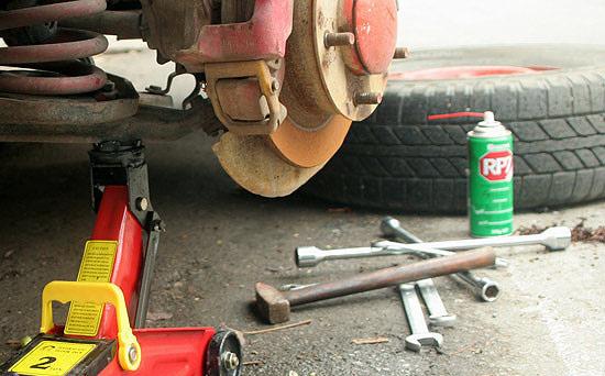 Bộ dụng cụ thay lốp xe không thể thiếu của bất kì chiếc xe nào