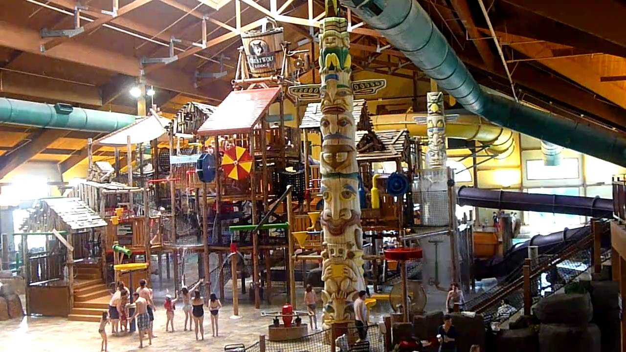 indoor waterpark in Great Wolf Lodge