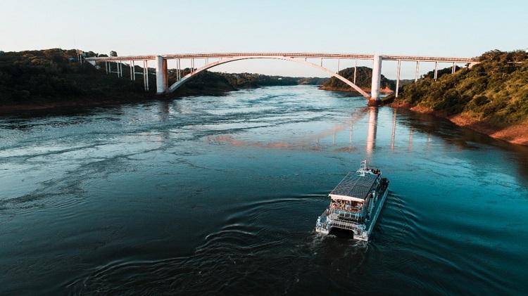 Monalisa no Paraguai - Imagem da Ponte da Amizade